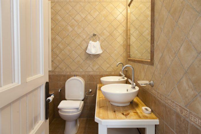 villa-cohili-sivota-lefkada-greece-family-bathroom-with-bathtub