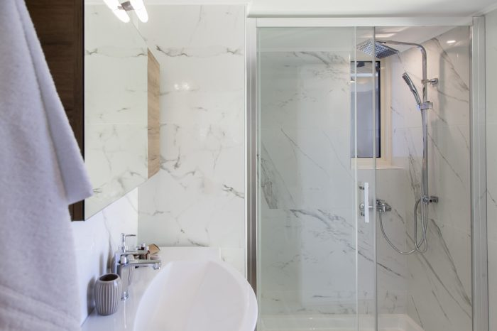 villa-cohili-sivota-lefkada-greece-luxury-family-bathroom-with-shower
