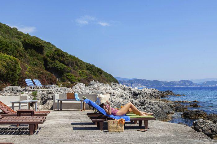 villa-cohili-sivota-lefkada-greece-private-sea-access-with-sunbeds