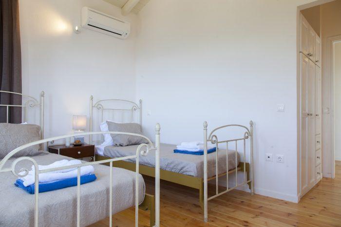 villa-cohili-sivota-lefkada-island-greece-bedroom-with-two-single-beds