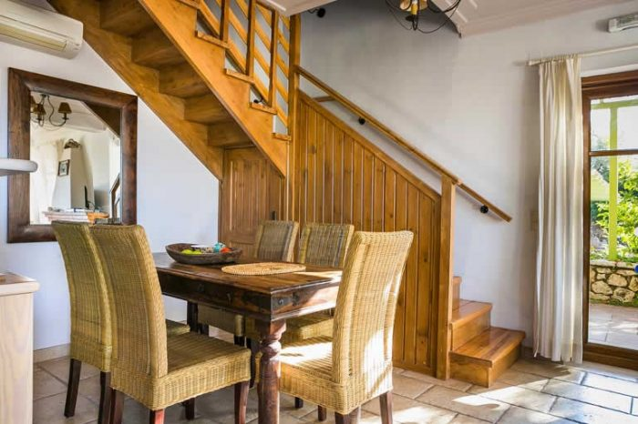 villa-maistro-sivotavillas-lekfada-greece-dining-area