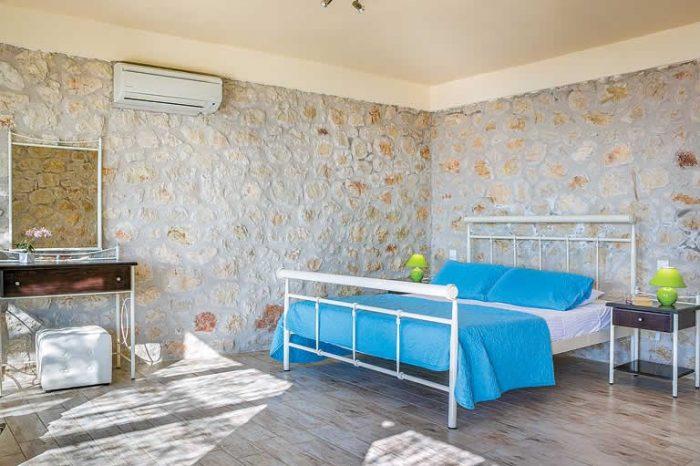 villa-votsalo-lefakda-modern-bedroom