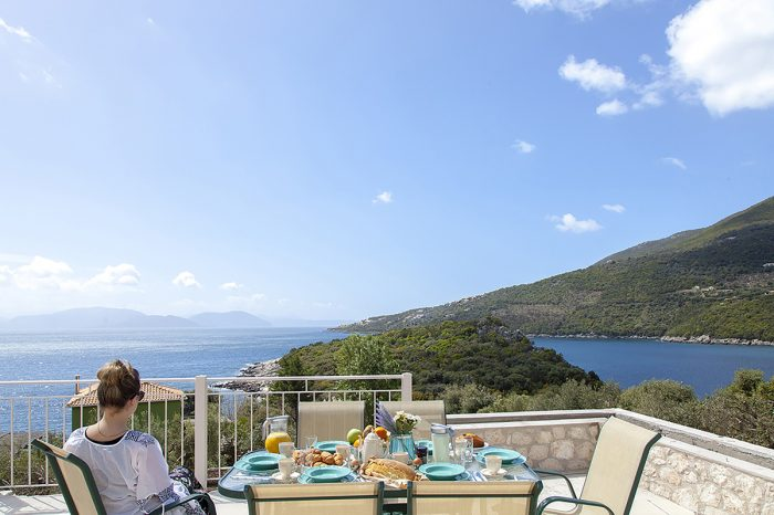 villa-cohili-sivota-lefkada-outdoor-dining-table-breakfast-endless-views