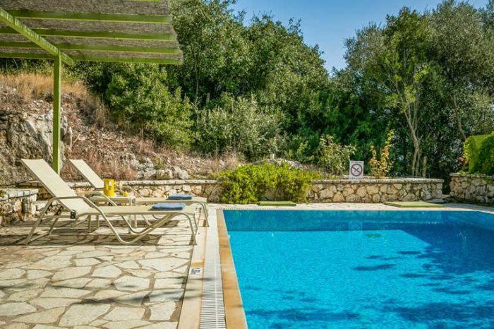 villa-maistro-lefkada-island-greece-private-pool-with-sunbeds-greek-nature