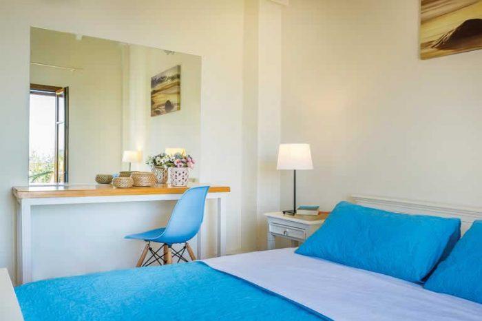 villa-maistro-sivota-villas-lefkada-greece-modern-bedroom-with-double-bed