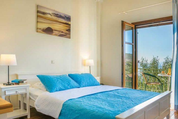 villa-maistro-sivotavillas-sivota-lefkada-greece-luxury-bedroom-with-double-bed-private-balcony