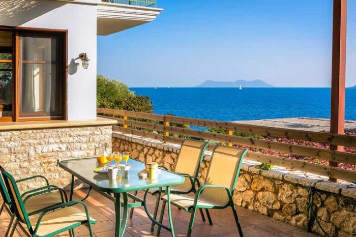 villa-ostria-lefkada-greece-outdoor-dining-area-panoramic-sea-views