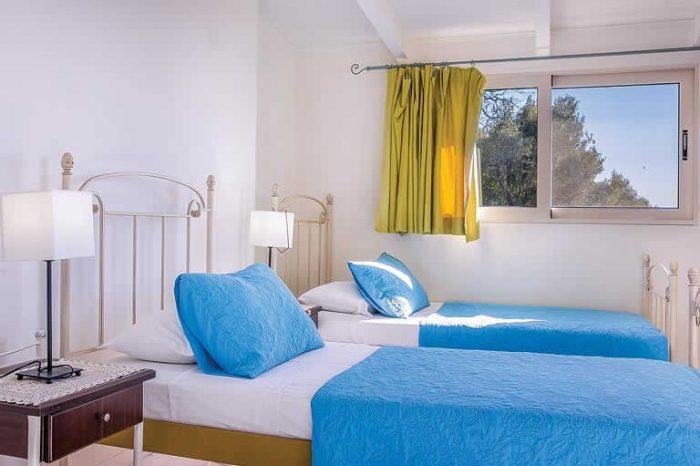 villa-votsalo-sivotavillas-lefkada-twin-bedroom