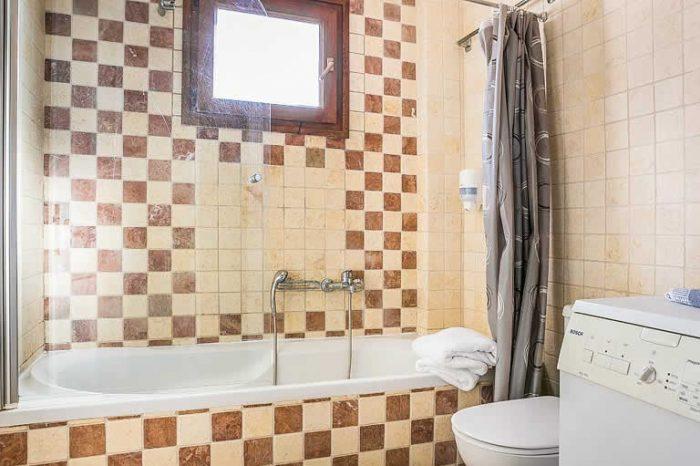 villa-pelagos-sivotavillas-lefkada-greece-family-bathroom