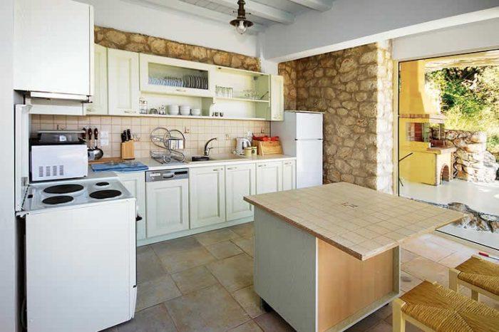 villa-anemus-sivotavillas-lefkada-kitchen